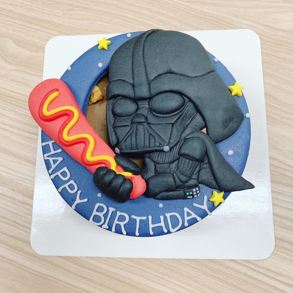 【星際大戰】黑白武士客製化造型生日蛋糕,熱狗、球棒VS光劍!